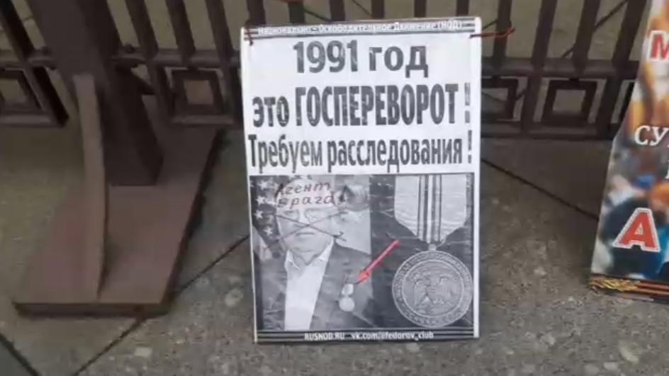 Несгибаемый боец у стен Государственной Думы РФ.
